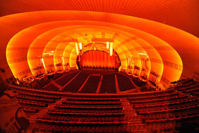 местительный кинотеатр - «Radio City Music Hall» (США, Нью-Йорк)